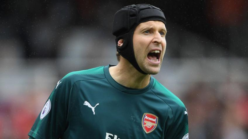 Cech in the Chelsea team as the fourth goalkeeper