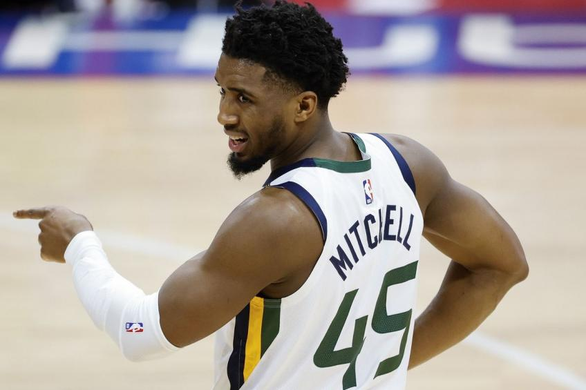 Jazz's Donovan Mitchell furious with officials after 76ers loss